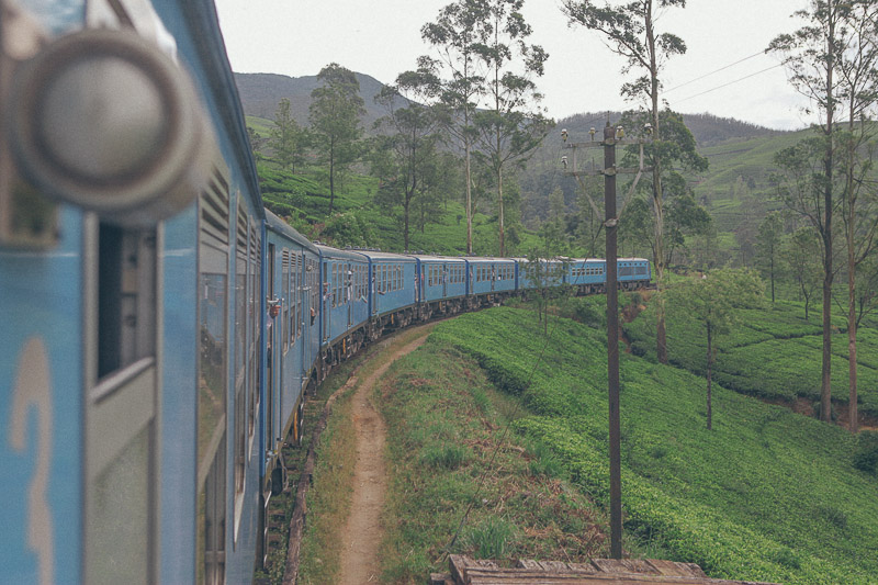 Ella-Nuwara-Eliya-train-Kandy-Sri-Lanka-mountains